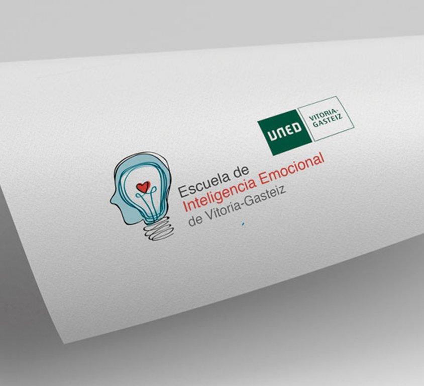 Diseño de logotipo de la Escuela de Inteligencia Emocional de Vitoria-Gasteiz